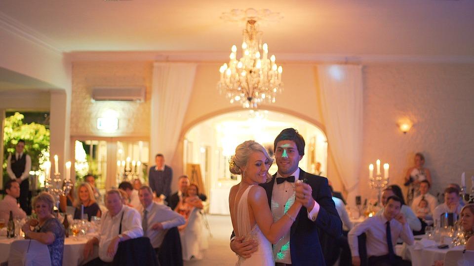 Comment réaliser une playlist de mariage qui enflamme la piste de dance?