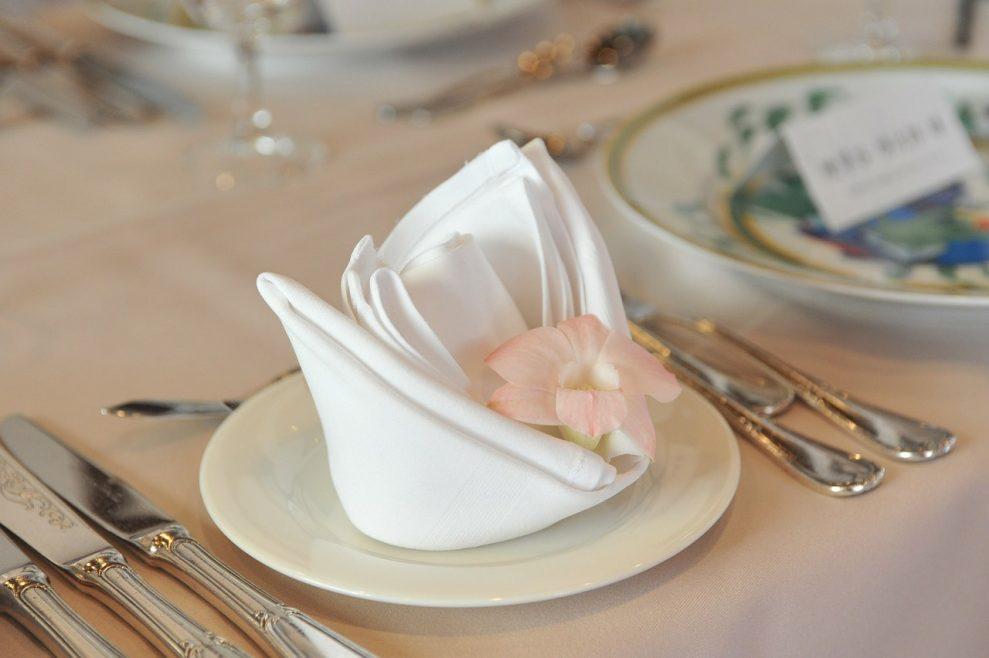 Buffet de noces: comment mettre en valeur ses serviettes de table