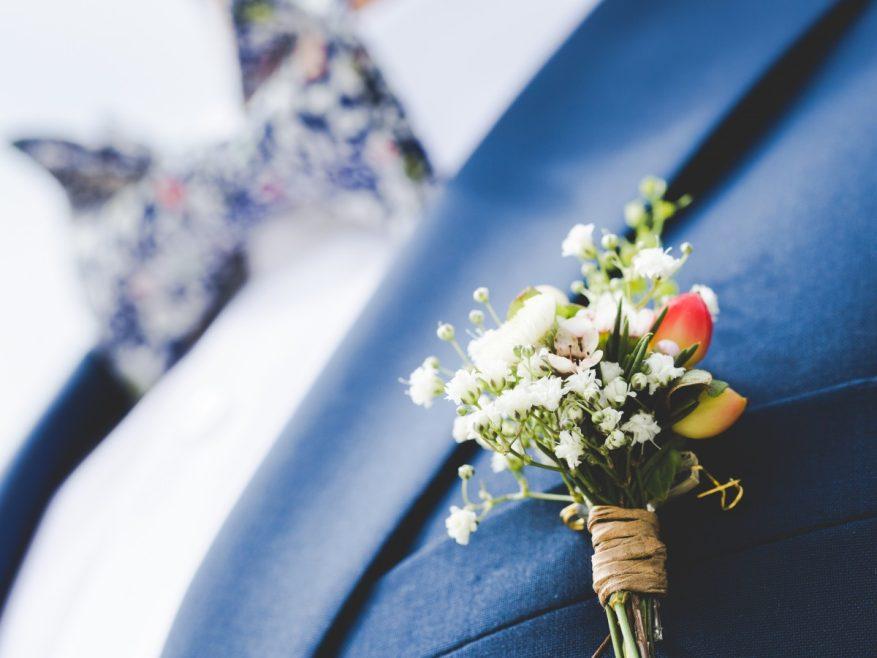 Tradition du mariage : origine et signification de la boutonnière du marié