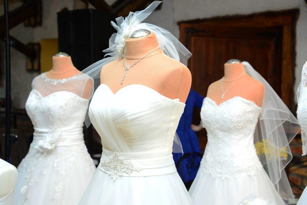 Comment transporter sa robe de mariée sans la froisser ?