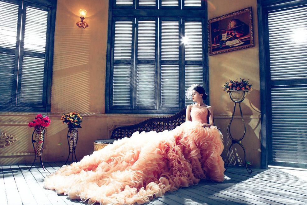 Des modèles de robe de mariée colorée qui dérogent à la tradition en 2019